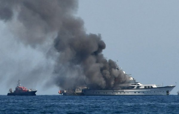 feadship-if-only-catches-fire-france